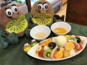 秋の果物いっぱいのフレンチトースト