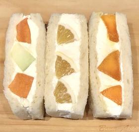 初夏の彩り3種のフルーツサンド.jpeg