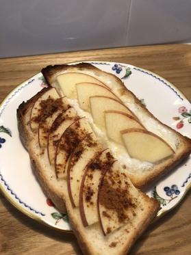 リンゴトースト